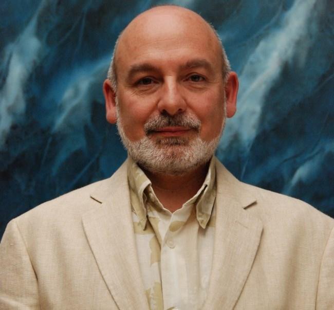 Dr. Tomás Alvaro